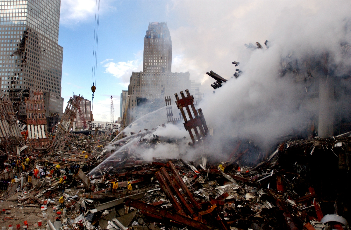 Ground Zero fire (photo: Jim Watson/US Navy)