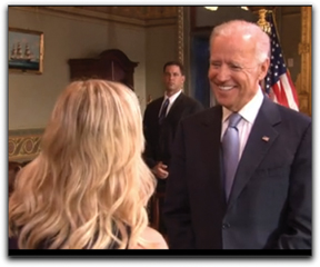 Vice President Joe Biden chats with Amy Poehler's Leslie Knope on NBC's Parks and Recreation.--Photo Credit: NBC/Parks and Recreation