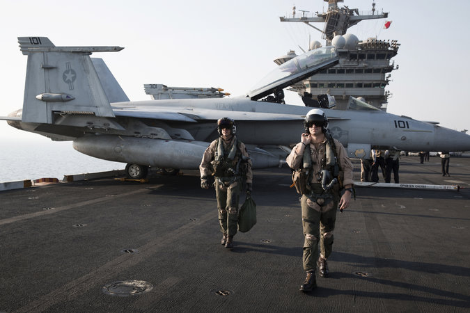 US Navy pilots on an aircraft carrier (photo: Adam Ferguson/NYT)