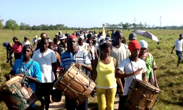 Garifuna protest against criminal land seizure in Honduras (photo: OFRANEH)