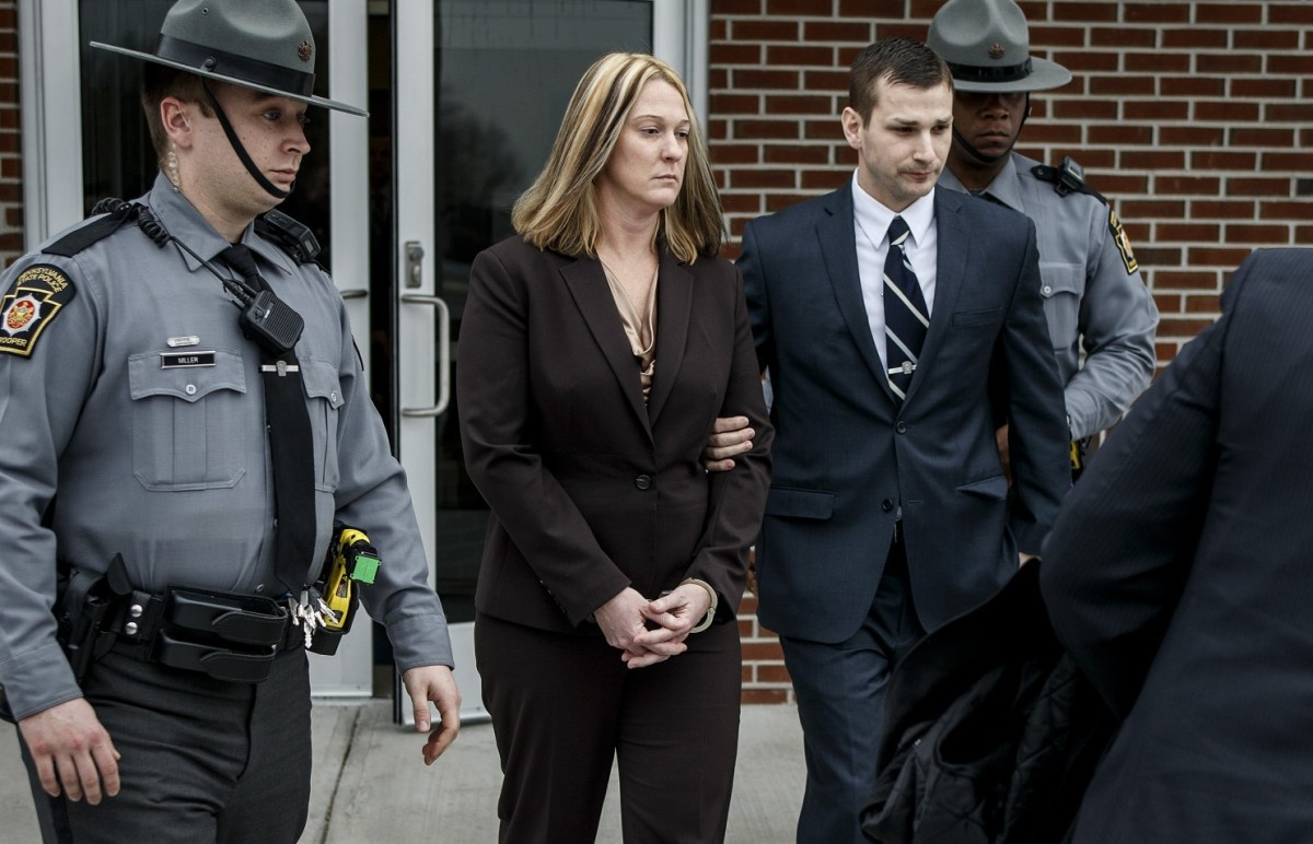 Killer cop Lisa Mearkle (photo: Dan Gleiter/AP)